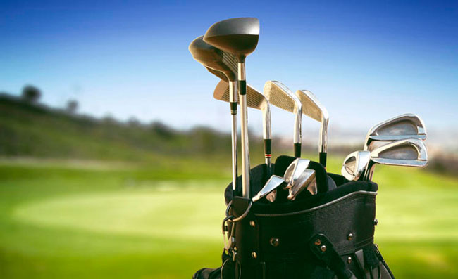 What is in a complete set of golf clubs?